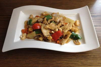 Chicken with Cashew Nuts & Green Peppers