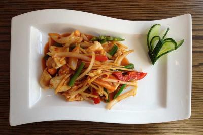 Chicken with Vegetables & Szechuan Sauce